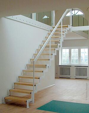 Geradlauefige Treppe